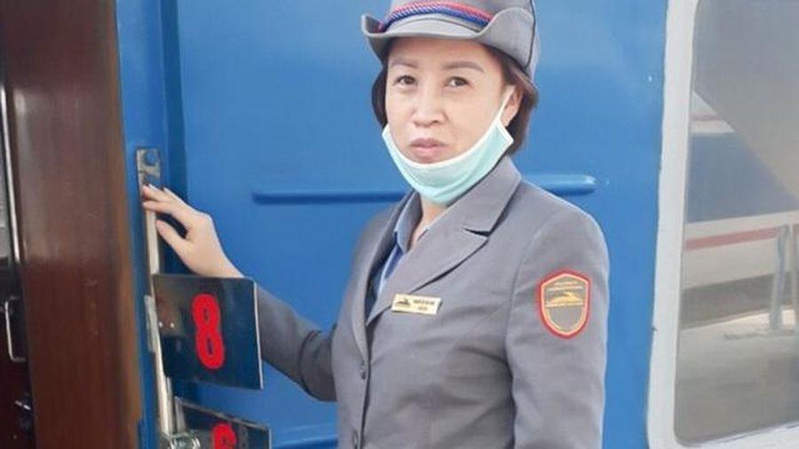 Nghĩa cử cao đẹp của nữ nhân viên đường sắt: Trả lại chứa gần 36 triệu đồng cho người đánh rơi