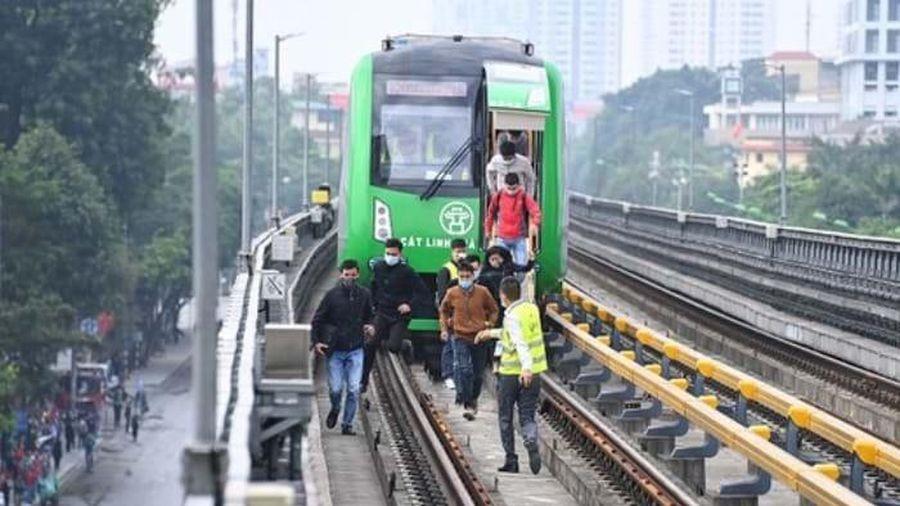 Đường sắt đô thị Cát Linh - Hà Đông: Đừng quên giao thông tiếp cận!