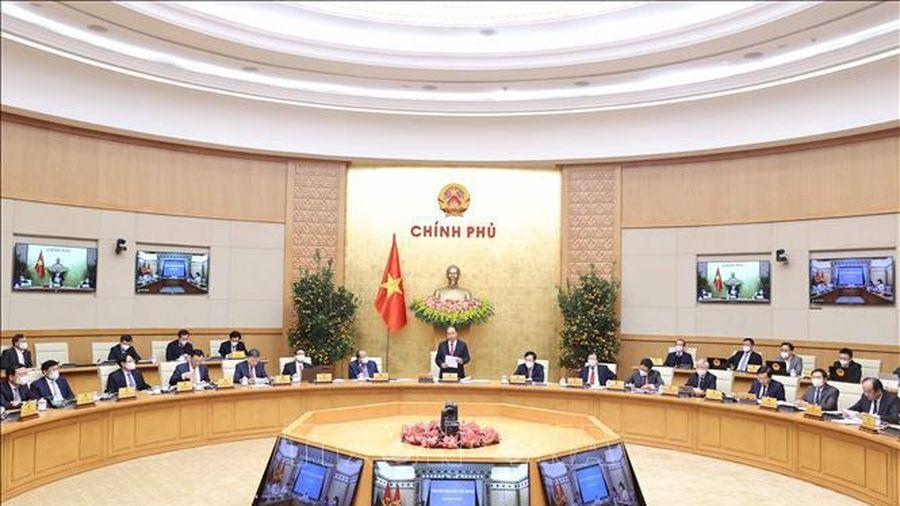 Thủ tướng Nguyễn Xuân Phúc yêu cầu tiêm vaccine ngừa COVID-19 kịp thời hơn nữa