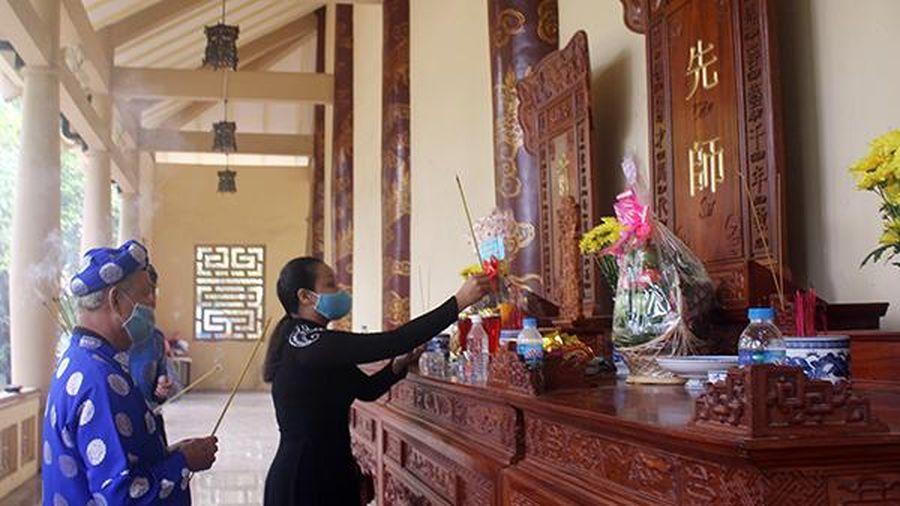Dâng hương tưởng niệm nhạc sư Nguyễn Quang Đại