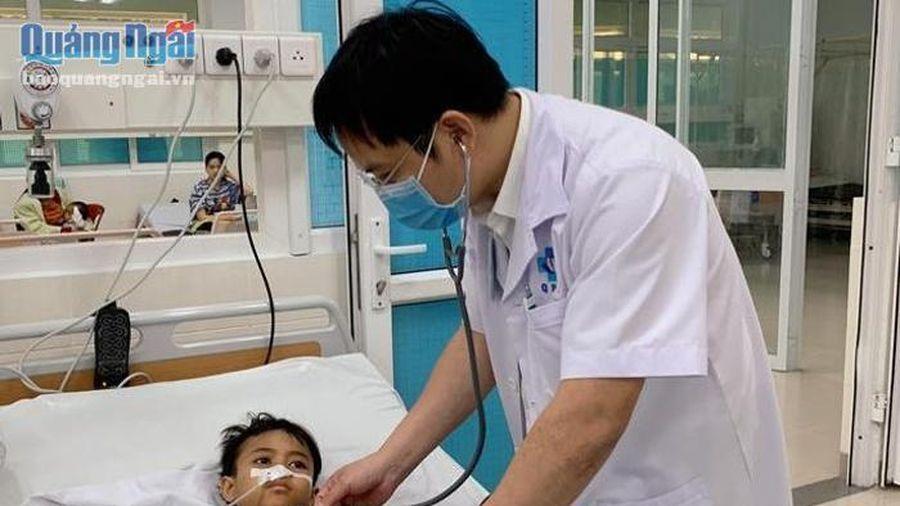 Kịp thời cứu bé trai 9 tuổi bị tắc ruột do ăn vải mền
