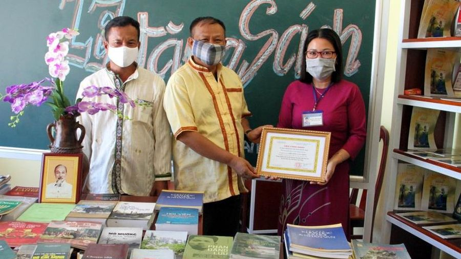 Ninh Thuận: 300 đầu sách trao tặng cho Nhà sinh hoạt cộng đồng Chăm Bàu Trúc