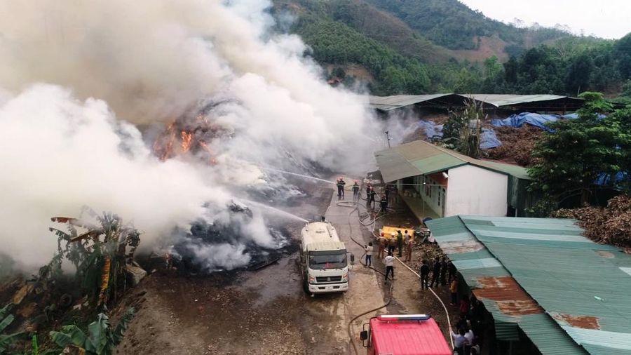 Lào Cai khống chế đám cháy lớn tại xưởng tinh dầu quế