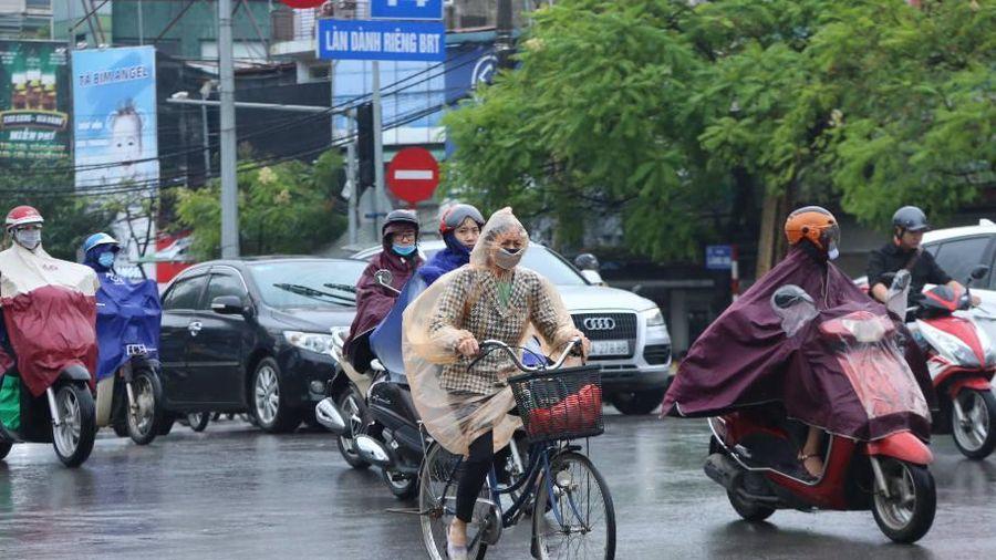 Không khí lạnh tràn về gây mưa trên diện rộng khắp Bắc Bộ, Trung Bộ