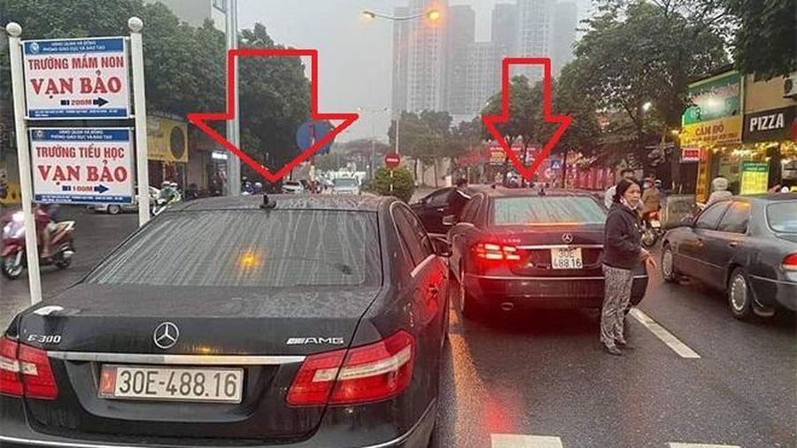 Tạm giữ 2 xe Mercedes biển số giống hệt nhau 'chạm mặt' trên phố Hà Nội
