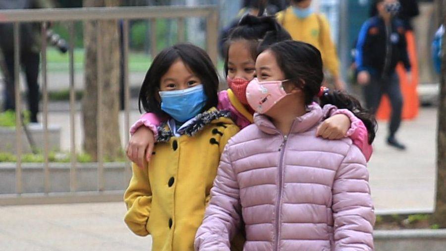 Ngày đầu học sinh đi học trở lại tại ngôi trường từng bị cách ly ở Hà Nội