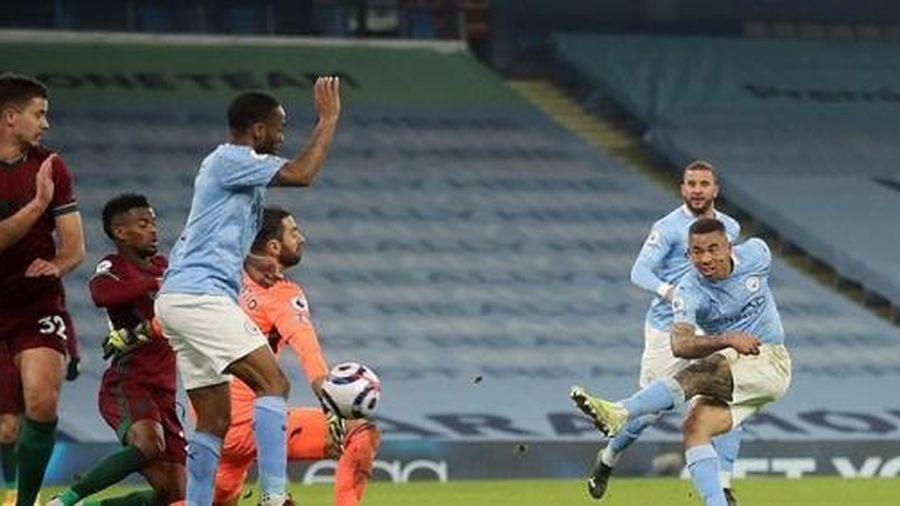 Nghiền nát Wolves, Man City băng băng về đích