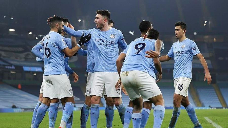 'Hủy diệt' Wolverhampton, Man City bỏ xa M.U đến 15 điểm