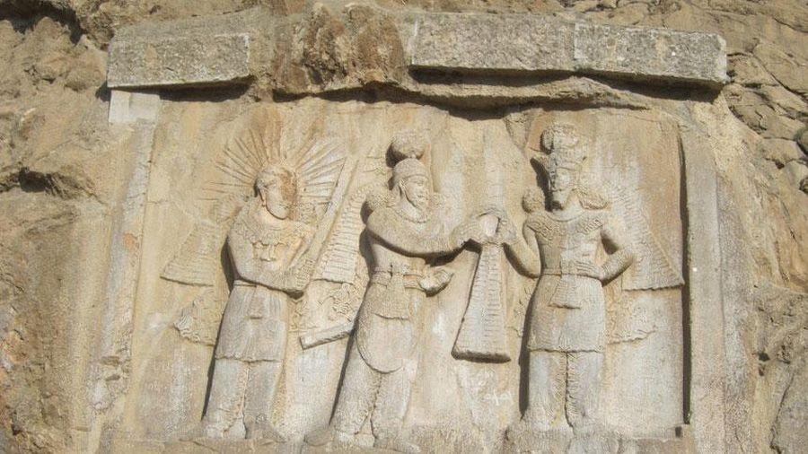 Vết tích trên đá ghi lại giấc mơ của hoàng tử Ba Tư