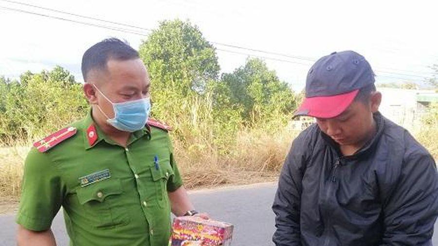 Mua pháo lậu về Đắk Lắk bán lại kiếm lời, nam thanh niên bị khởi tố