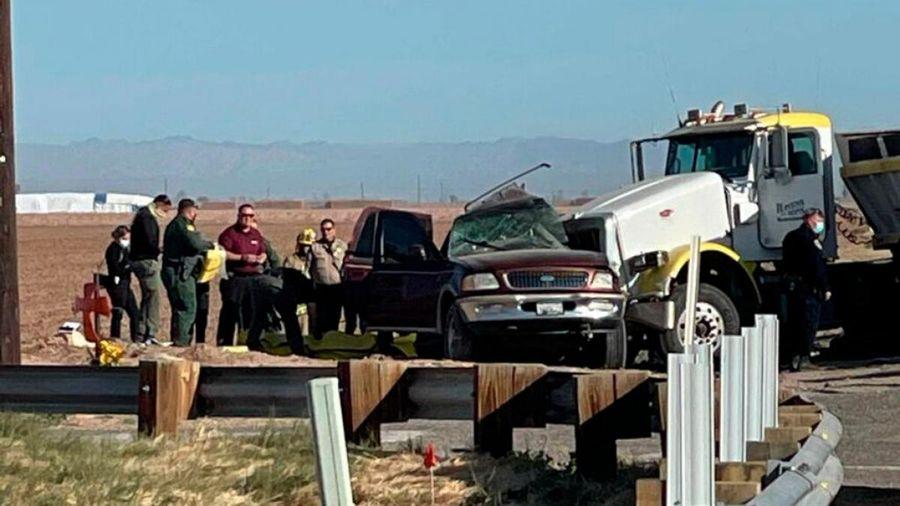 Tai nạn giao thông nghiêm trọng ở bang California khiến ít nhất 15 người chết