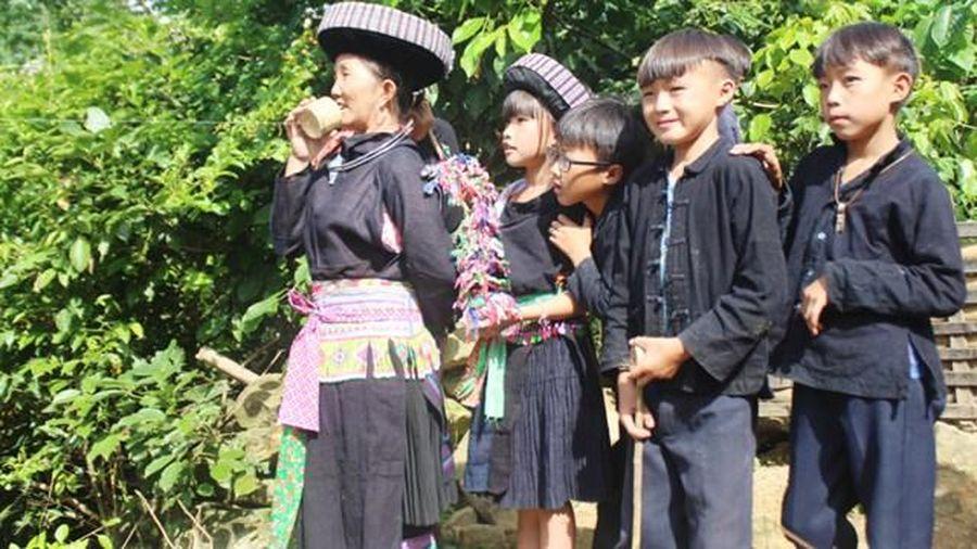 Trang phục nam người Mông
