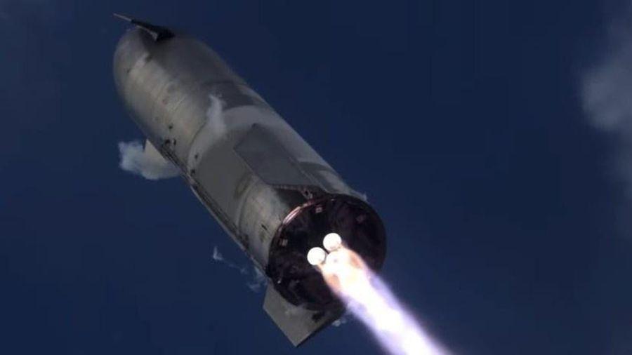 Tên lửa SpaceX phát nổ 10 phút sau khi tiếp đất