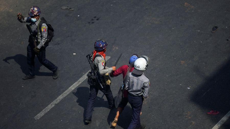 19 cảnh sát Myanmar trốn sang Ấn Độ