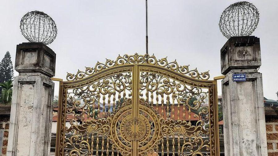 Di tích Quốc gia đặc biệt đình Tây Đằng (Hà Nội) bị cấy thêm cổng biệt thự