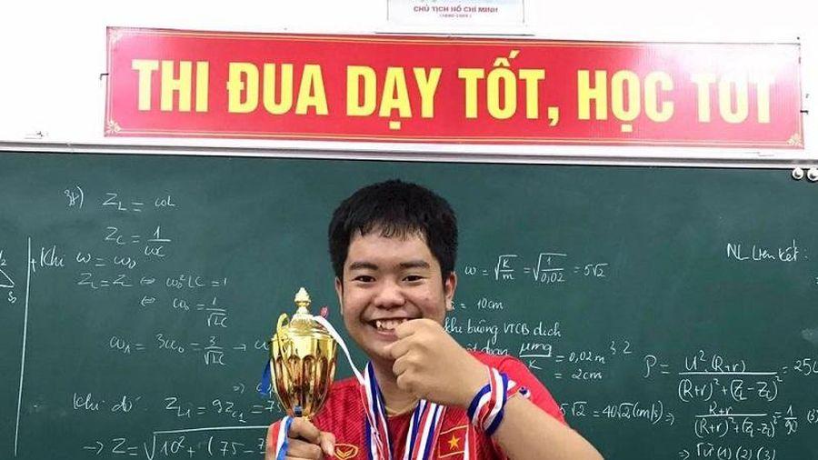 Sinh viên đạt giải thi học sinh giỏi Quốc gia viết sách Toán cho học sinh giỏi