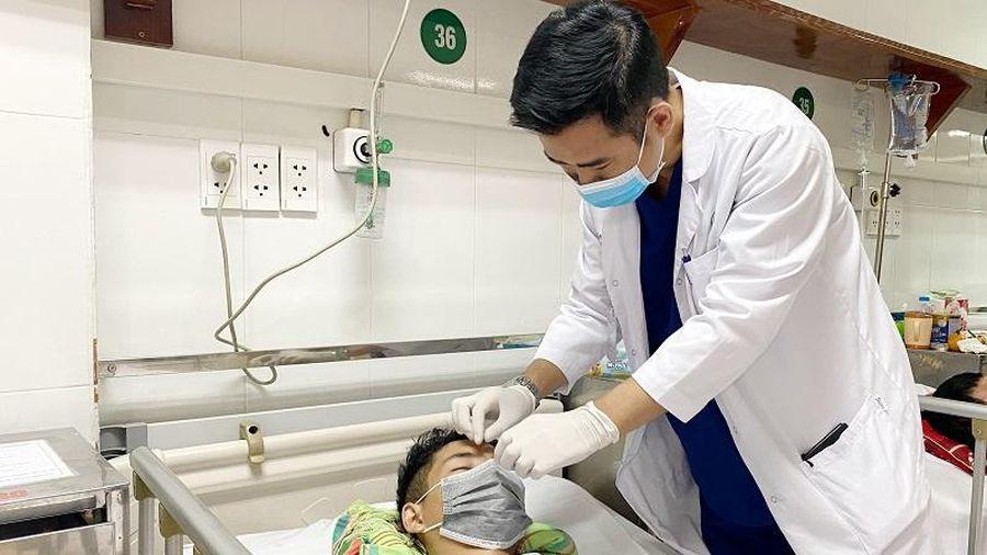 Cứu sống bệnh nhân bị thanh sắt đâm xuyên não