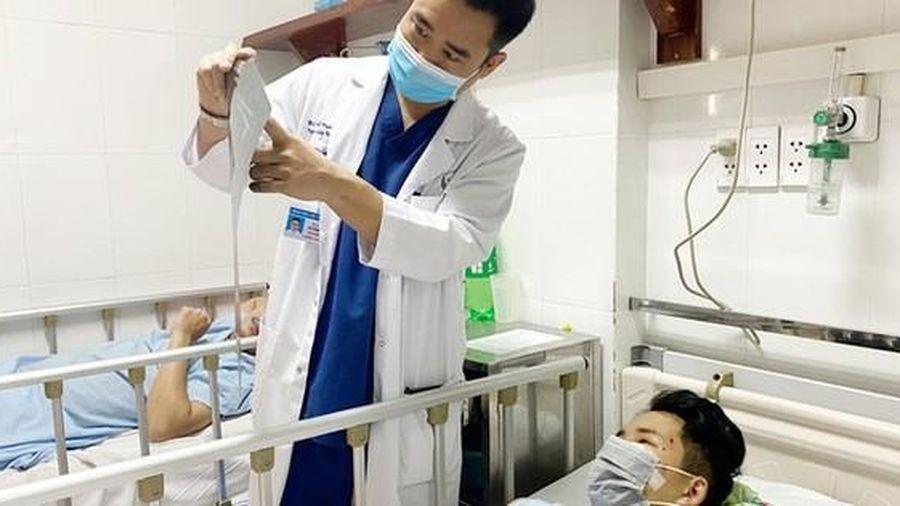 Bác sĩ dùng máy cưa thanh sắt đâm xuyên mặt người đi xe máy rồi đưa đi cấp cứu