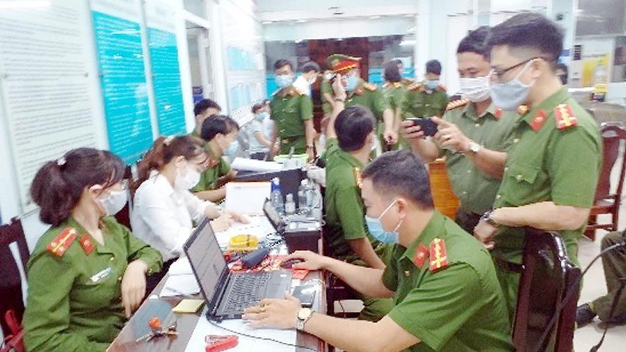 Hơn 100 hồ sơ được CAQ Thanh Khê triển khai cấp căn cước công dân đêm 3-3