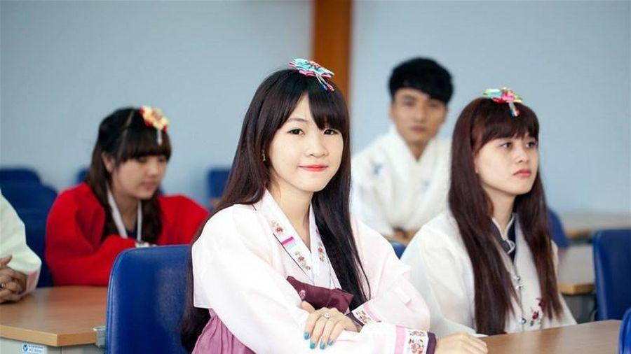 Dạy thí điểm tiếng Hàn, tiếng Đức từ lớp 3 đến lớp 12 trong năm học tới