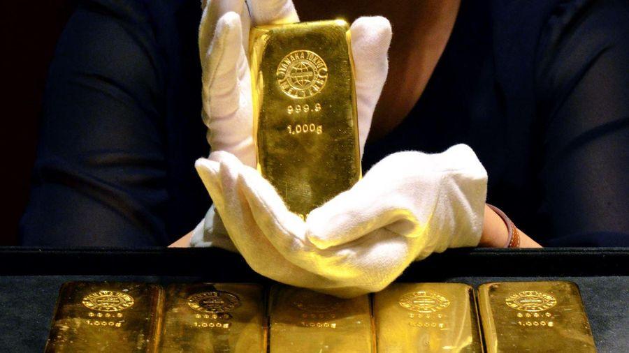 Giá dầu mỏ thế giới tăng mạnh, giá vàng giảm xuống mức thấp nhất trong gần 9 tháng