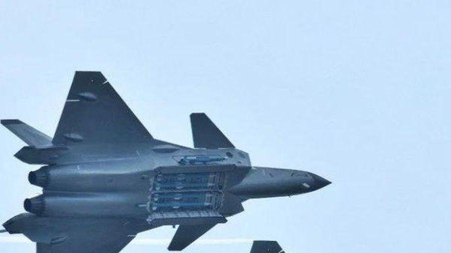 Tung đòn ở Syria, Su-35S Nga hạ gục F-35 Mỹ trong phút chốc?