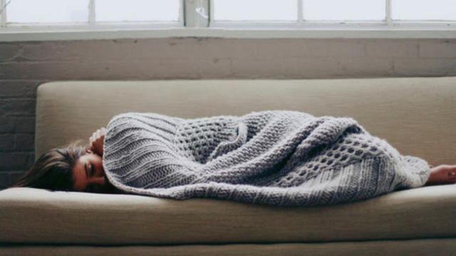 7 thói quen xấu khi ngủ hủy hoại sức khỏe và khiến bạn trở nên xấu xí hơn, đặc biệt là điều cuối cùng