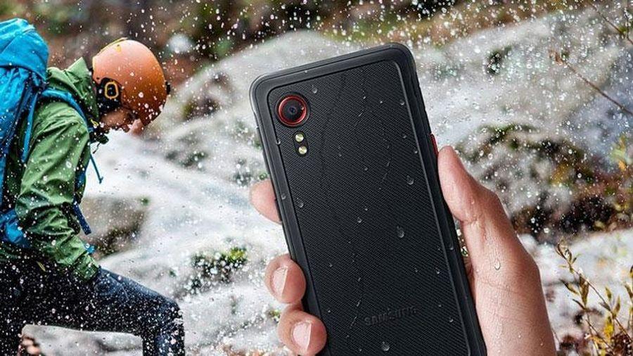 Samsung giới thiệu smartphone 'nồi đồng cối đá', giá hơn 8 triệu đồng