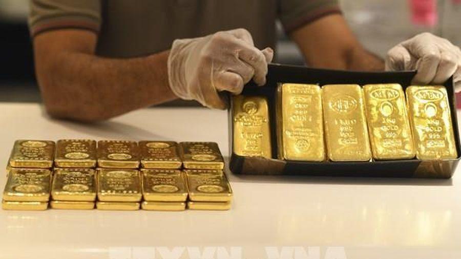 Giá vàng châu Á phiên 4/3 thoát khỏi mức thấp nhất của 9 tháng