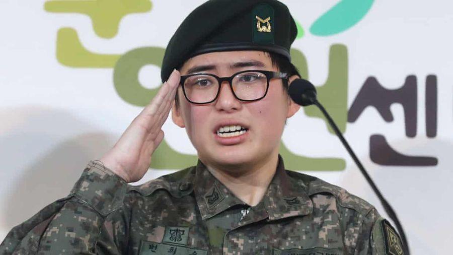 Hàn Quốc điều tra cái chết của một binh sĩ chuyển giới