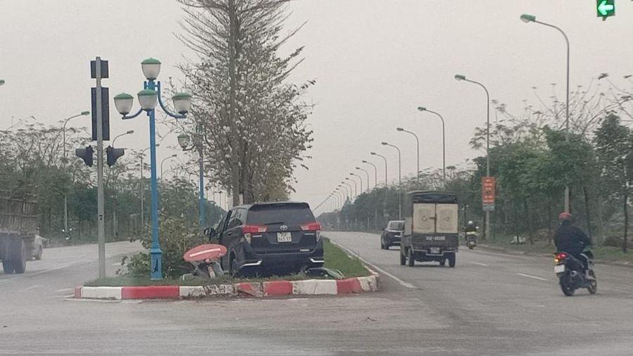 'Xe điên' tông liên hoàn nhiều ô tô, xe máy khiến 3 người thương vong ở Hà Nội