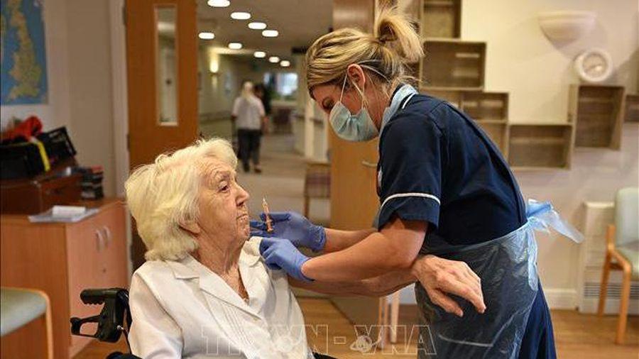 Nghiên cứu cho thấy vaccine COVID-19 của AstraZeneca hiệu quả với người trên 80 tuổi