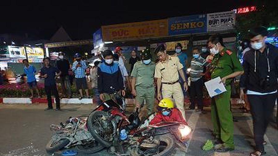 Hai xe máy va chạm, ba người thương vong