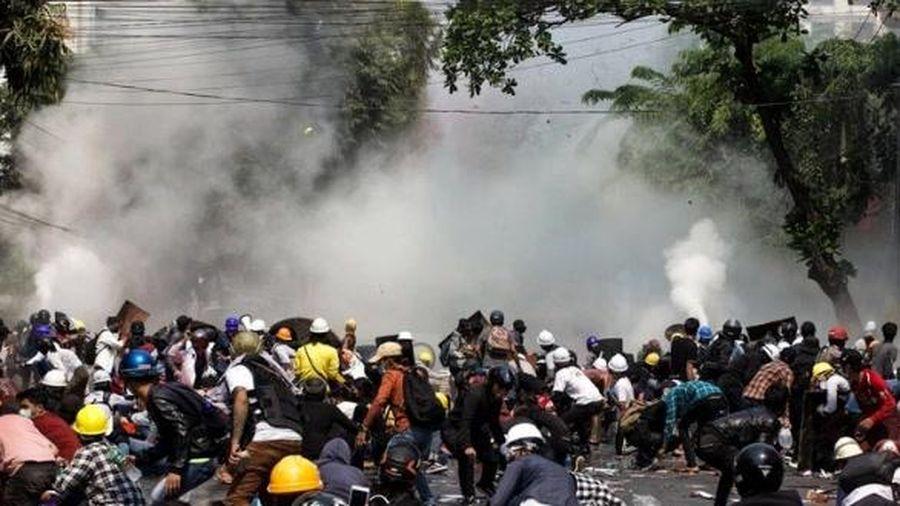 Hậu lệnh cấm 'dùng đạn thật', Myanmar trải qua ngày biểu tình 'đẫm máu nhất' với 38 người thiệt mạng