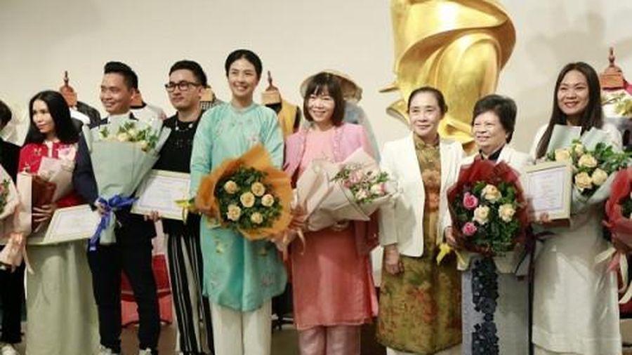 Bảo tàng Phụ nữ Việt Nam tiếp nhận 20 mẫu áo dài chủ đề 'Ký ức và di sản'