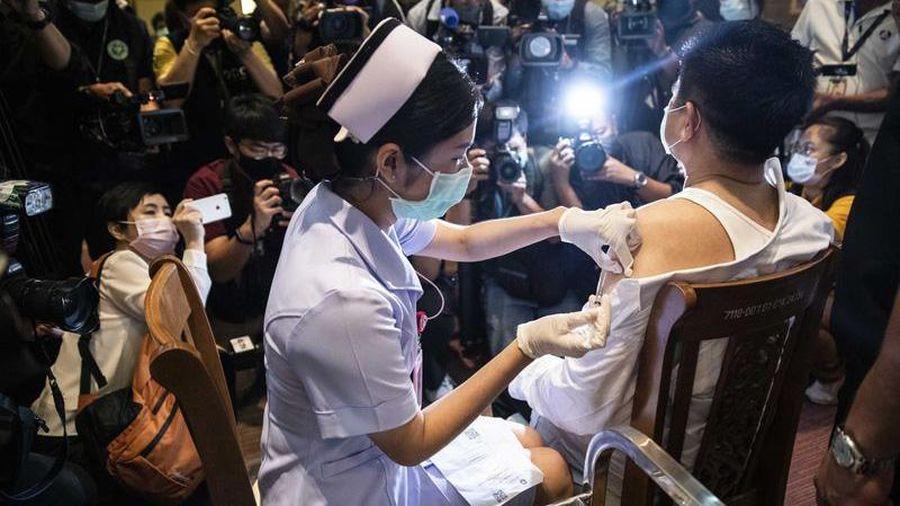 Thái Lan tính dùng 'hộ chiếu vacccine' để mở cửa lại ngành du lịch
