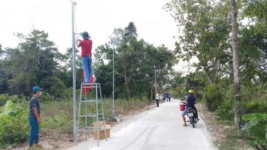 Thắp sáng tuyến đường, đảm bảo an ninh trật tự