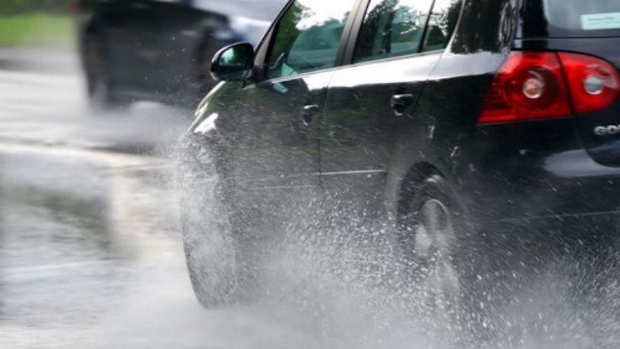 Lưu ý cần nhớ khi lái xe trong mùa mưa