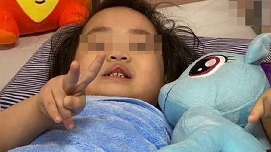 Bé gái rơi từ tầng 12 chung cư sắp xuất viện