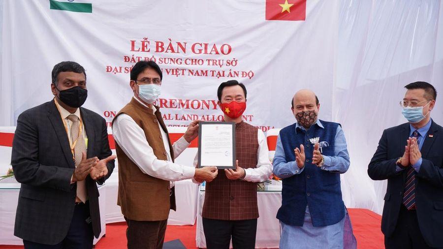 ĐSQ Việt Nam tại Ấn Độ nhận bàn giao đất bổ sung cho công trình trụ sở mới