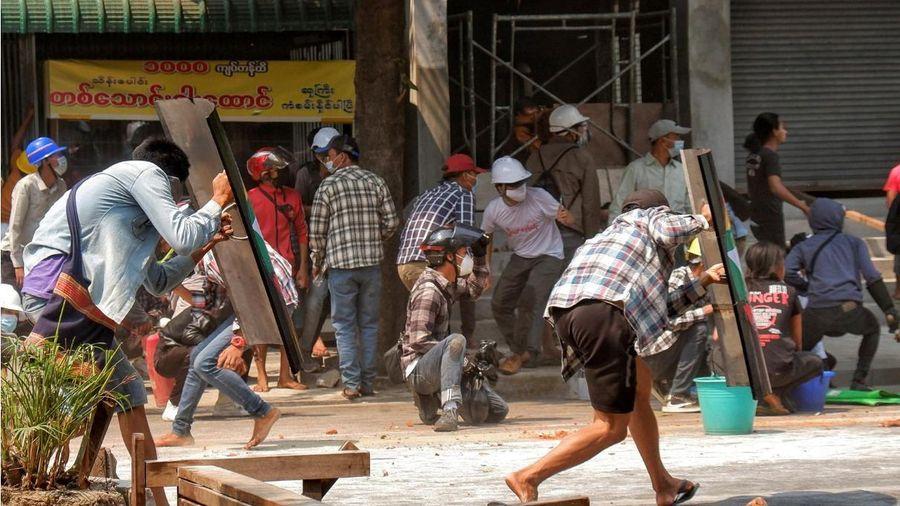 Nhà hoạt động Myanmar tuyên bố tăng cường biểu tình sau 'ngày chết chóc'
