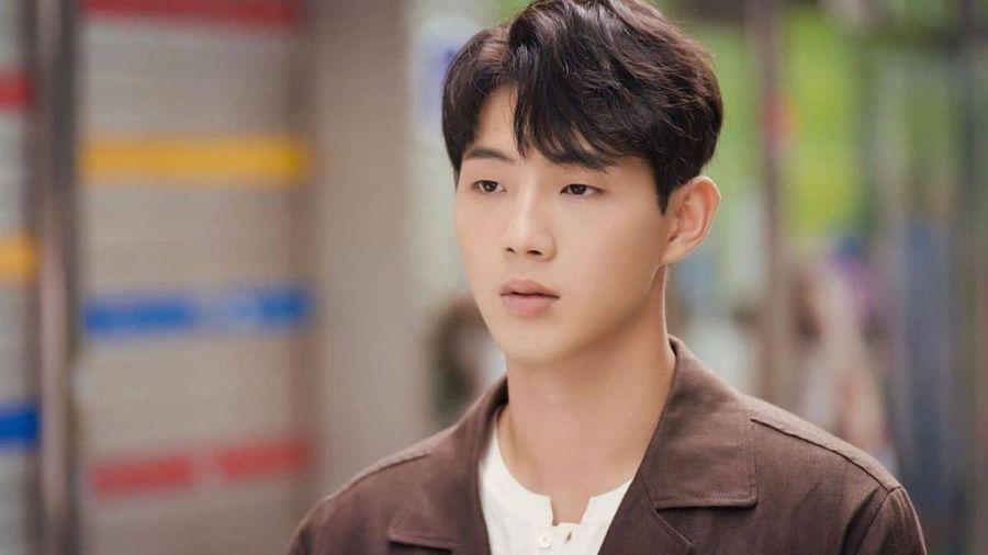 Ji Soo bị loại khỏi đoàn phim do quá khứ bê bối