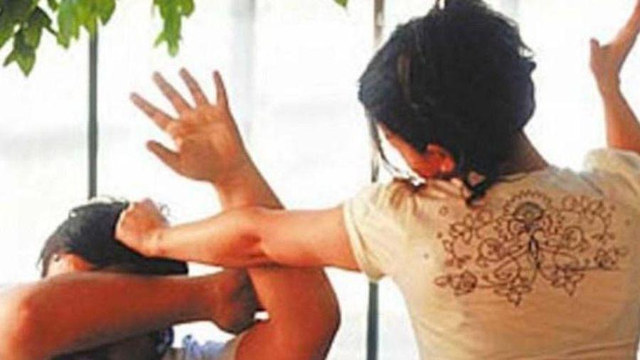 Người chồng Trung Quốc nhiều lần bị vợ bạo hành