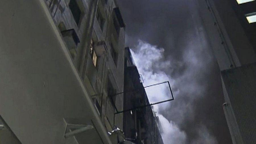 Người đàn ông nhảy khỏi tầng 8 để trốn đám cháy