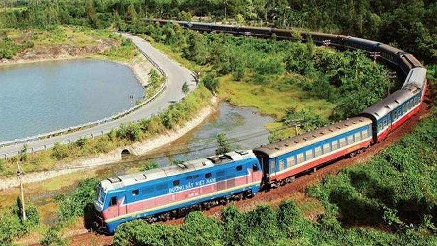 Nối đường sắt với cảng biển: Không thể ồ ạt!