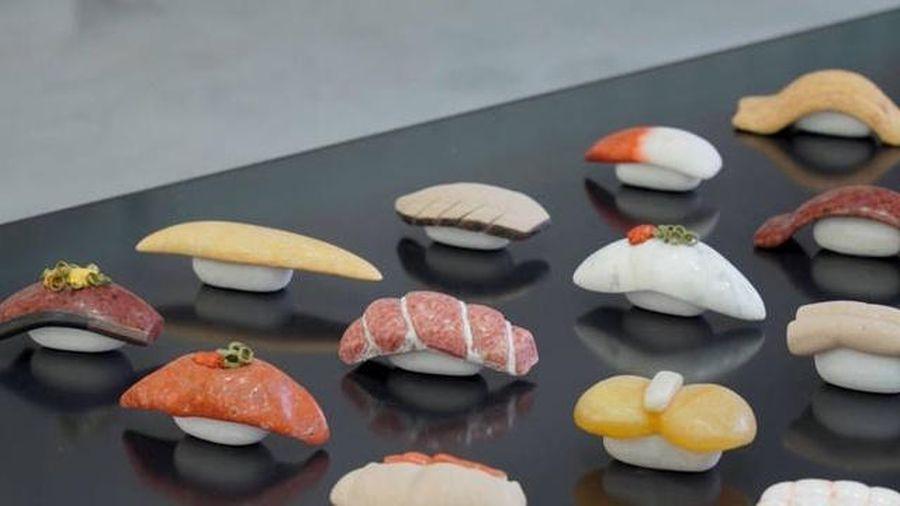 Độc lạ món Sushi được làm bằng đá khiến người xem ngỡ như thật