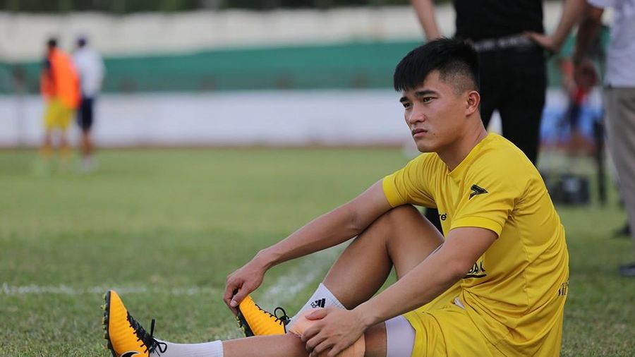 Tiền vệ Đặng Văn Lắm không kịp bình phục ngày V.League 2021 trở lại