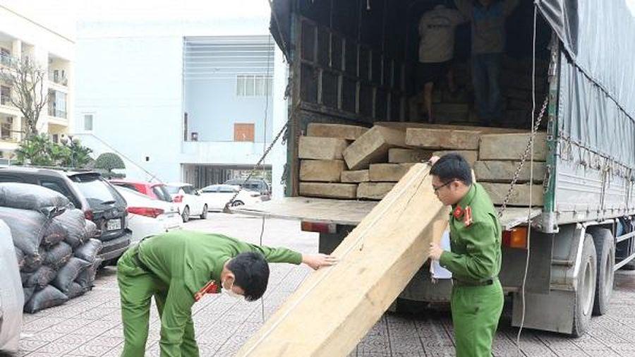 Bắt giữ xe tải chở gỗ lậu từ Đắk Lắk ra Hà Tĩnh tiêu thụ