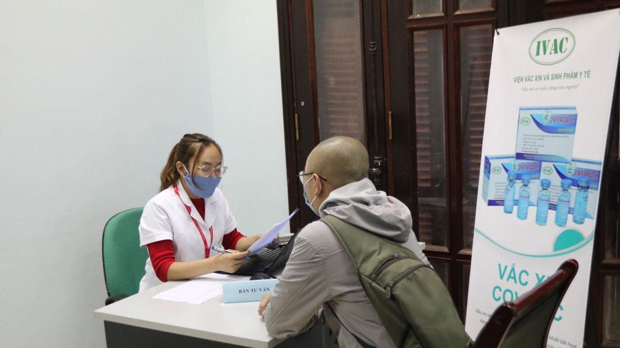 Hàng trăm tình nguyện viên đăng ký tiêm thử nghiệm vaccine COVIVAC phòng COVID-19