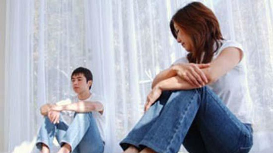 Đau khổ nghe vợ chì chiết sau khi thú nhận chuyện ngoại tình